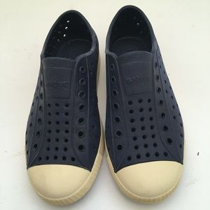 NATIVE JEFFERSON SHOES IN NAVY BLUE.  SIZE C13